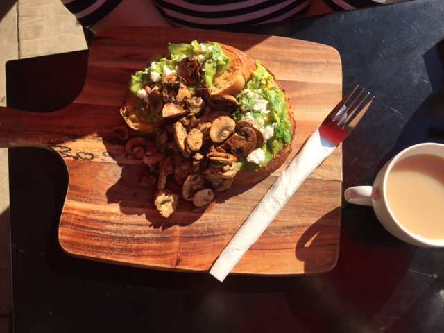 Smashed Avo with Mushrooms